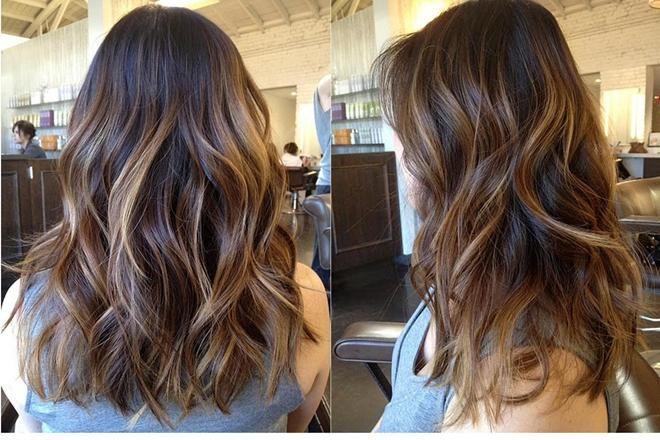 Ondüle Saç Modeli Nedir ? Nasıl yapılır ? Ondüle saç modelleri her zaman masum bir görüntü veren saç modelleridir. Çünkü küçük kız çocuklarının o duru güzelliği ile dalgalı saçlarını andırmaktadır ve bunu anımsatır. Gelin saçı, mezuniyet saçı gibi özel günlerde en fazla tercih edilen saç modellerindendir. Her yaş için uygun olsa da özellikle genç kızlarda ve genç bayanlarda daha sıklıkla kullanılır. Ondüle saç modeli demek; Dalgalı, lüle lüle, iri ya da sık kıvrımları olan saç şekilleridir…