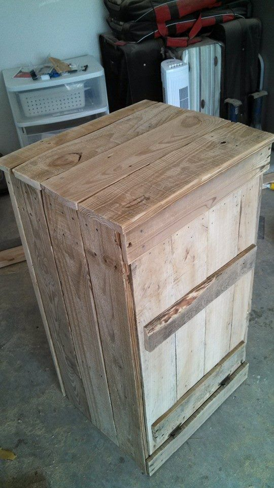 Garbage can holder made from pallet wood