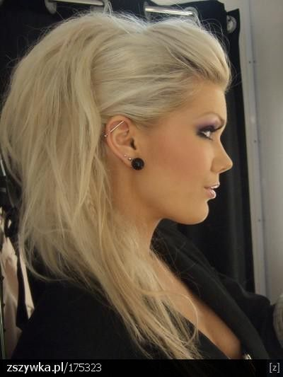 Bottom section tied up in bun, like a half faux Mohawk - Click image to find more Hair & Beauty Pinterest pins