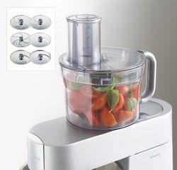 LE BOL MULTIFONCTION - Idéal pour préparer les fruits et les légumes sans les abîmer et ainsi conserver toute leur saveur.  Cet accessoire est très polyvalent : il peut trancher ou râper un grand nombre d'ingrédients grâce à ses 6 disques en inox. Le couteau permet quant à lui de hacher, mixer, mélanger, réduire en purée …  Le Bol est réalisé en Tritan TM. Ce plastique est extrêmement résistant : il ne se raye pas, ne devient pas opaque et ne casse pas.