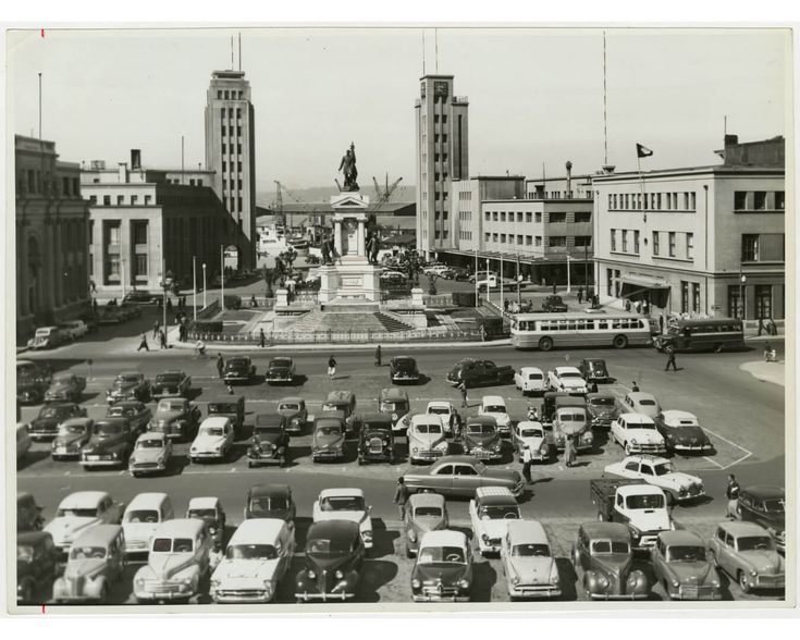 Trolebús en plaza Sotomayor c. 1970. - Micropolis