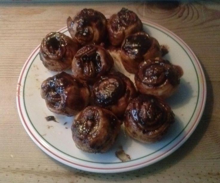 Klevers, uit Nigella's keuken, heerlijke kleverige broodjes met pecannoten.