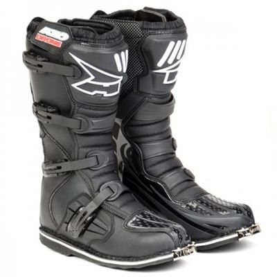From the amateurs to the experts, the Axo Drone Dirt Bike Boots in black are good for all levels of riders. These boots have been tested to withstand the toughest competitions fit for all riders, so even if you take a spill you'll be safe.