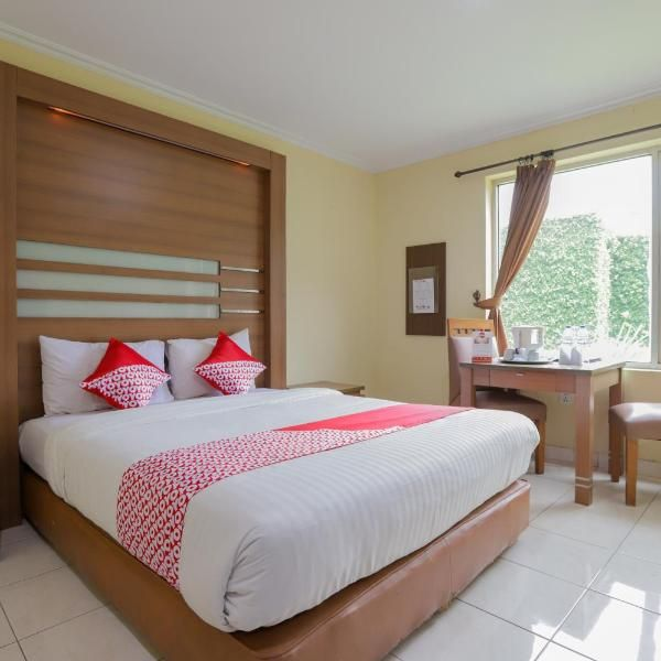 Oyo 918 Hotel Senen Indah Offering Air Conditioned Rooms In The