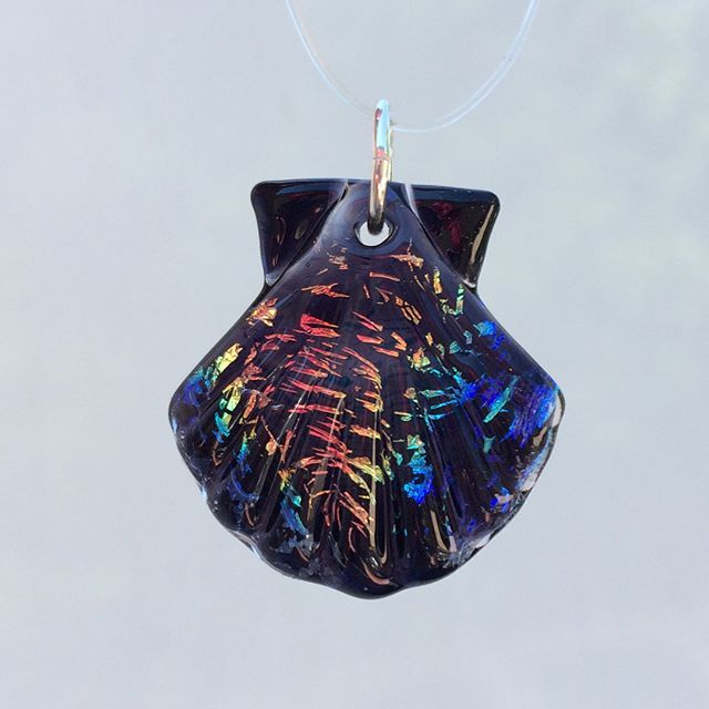 AUCTION! Big here for this mini rainbow dichroic seashell! Starts at $10. Bid in the comments increasing in increments of at least $5.  Free US shipping (add $5 international) Serious bids ONLY. Winner Must PayPal payment within 24 hours. Failure to do so excludes you from further auctions. Ends at 7pm pacific tonight.  SWIPE FOR MORE PICS  #corinnewintersglass #shesellsseashells #rainbow #sparkle 🌈✨🐚