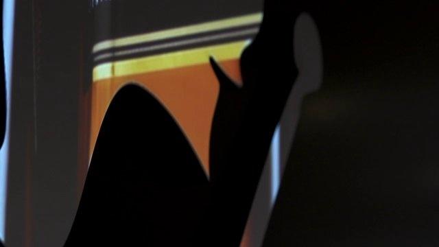 Brandscreen    Een mogelijke oplossing voor het aandachtsprobleem kan worden gevonden in het Brandscreen-concept van het Amsterdamse video-architectuurbureau, Inqubative, waarbij een beeldscherm wordt omgetoverd in een digitaal scherm in de vorm van een corporate logo of merk.