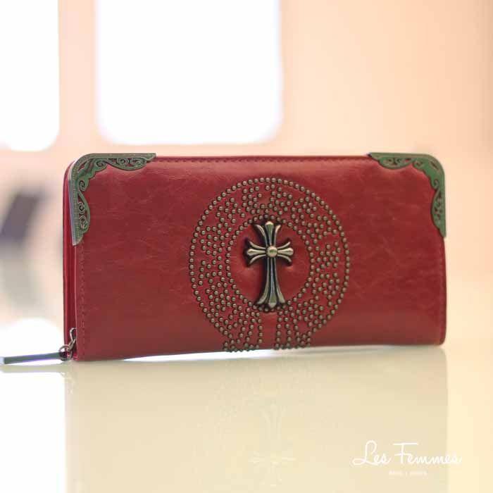 Zoila, wallet eksklusif yang menampilkan desain minimalis dengan detail gold tone dan cross ornament. Classy and elegant!  Detail wallet : • Tersedia 4 warna • Ukuran 21*2*11 cm • Harga 119,000  Order via : Website : www.lesfemmes.co.id LINE : lesfemmesbags SMS / WA : 081284789737 Email : care@lesfemmes.co.id  Happy shopping!  #shopping #wallet #ladies #women #lesfemmesindonesia