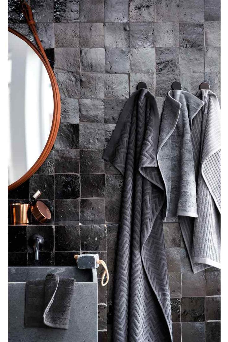 This is an ad from H & M for bathroom towels. However, the wall structure is the loveliest in this grey world.:
