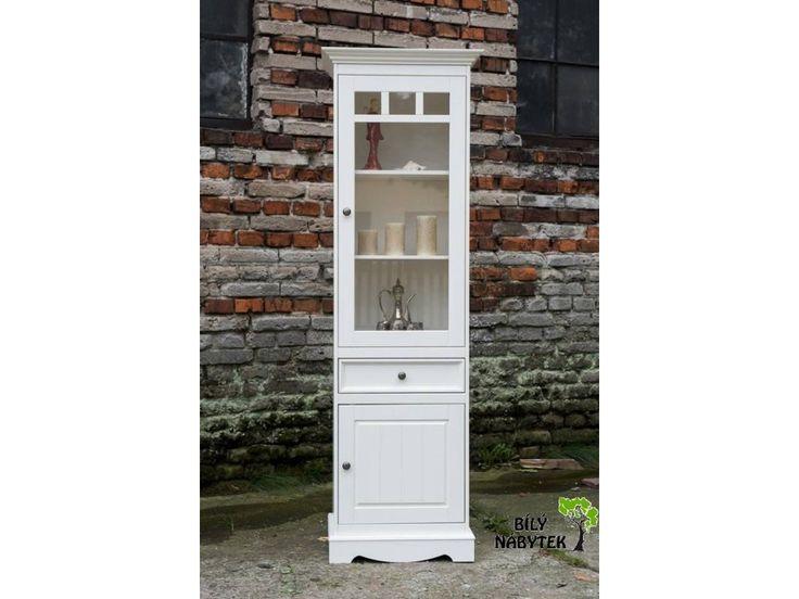 Belluno Elegante, úzka drevená vitrína z masívu, biela
