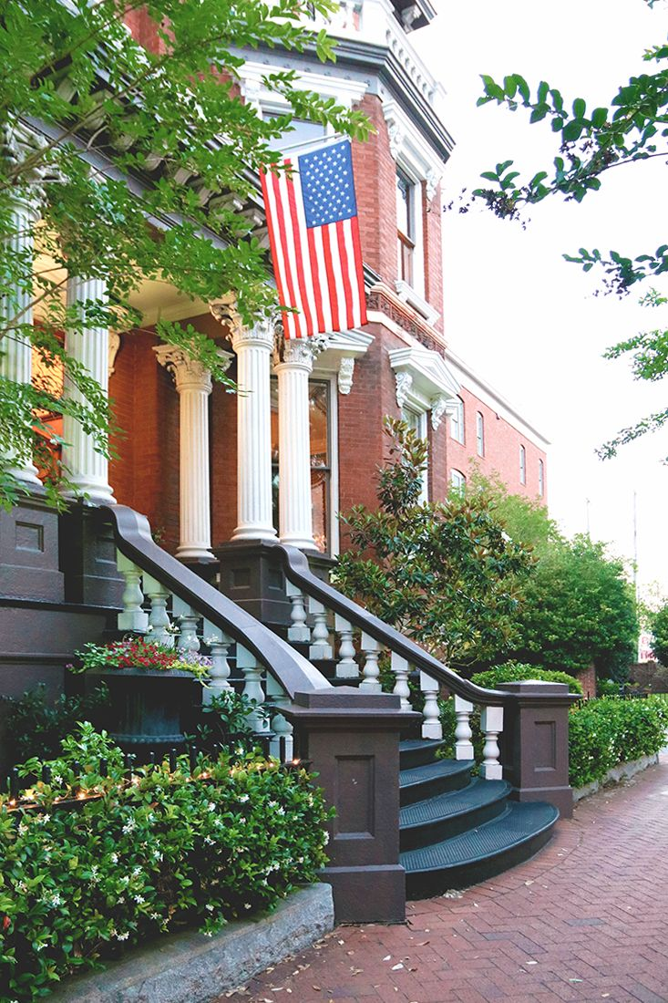The Best Places To Stay In Savannah Near River Street Sand Sun Messy Buns Savannah Chat The Good Place Places