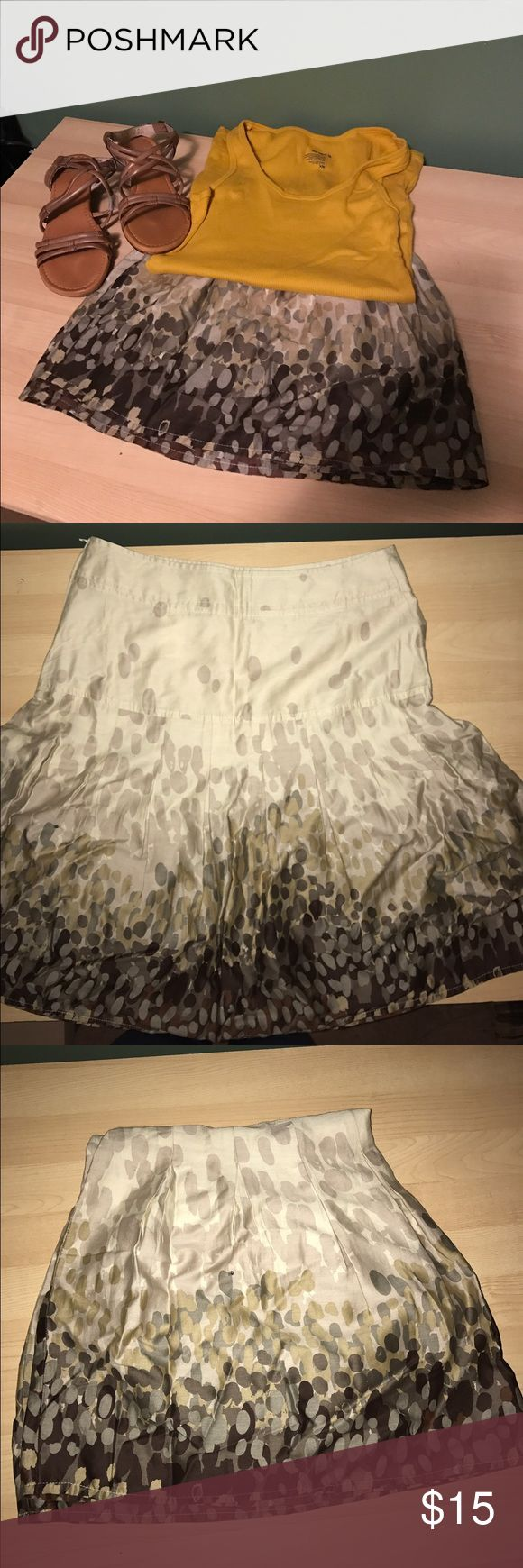 H and M skirt New without tags. Never been worn size 10. Side zipper. Tank top included as free gift, size medium. H&M Skirts Midi