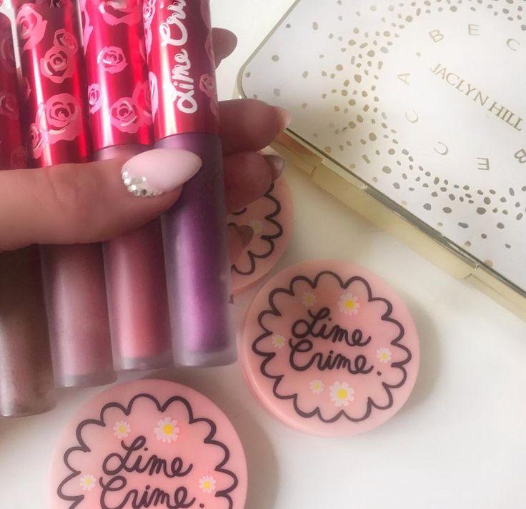 Культовый фаворит - стойкая с бархатным оттенком губная помада Velvetine Lipstick от @limecrimemakeup не оставляет следов и держится до 10 часов @limecrime.russia Тени Superfoils — мечта любительниц модного «влажного» века и сложных оттенков-металликов��#limecrime #beccacosmetics #becca #lipgloss #визажистмосква #визажистспб #косметика #визажистпитер #макияжспб #хайлайтер #румяна #блескдлягуб #рекламавсети #шоурум #шоуруммосква #шоурумпитер #блогерспб #красота #makeup #makeupschool…