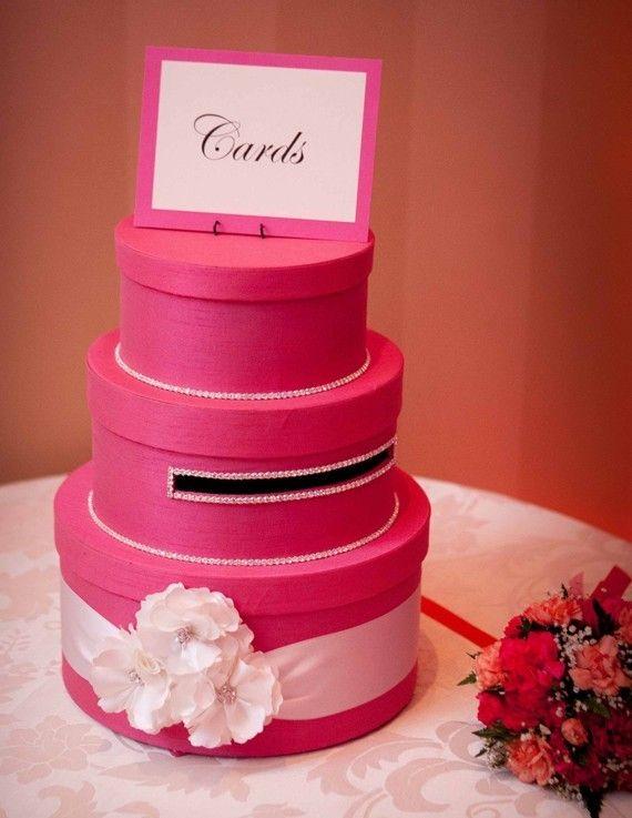 Urne de recueil de dons pécuniers. Sous forme de wedding cake !