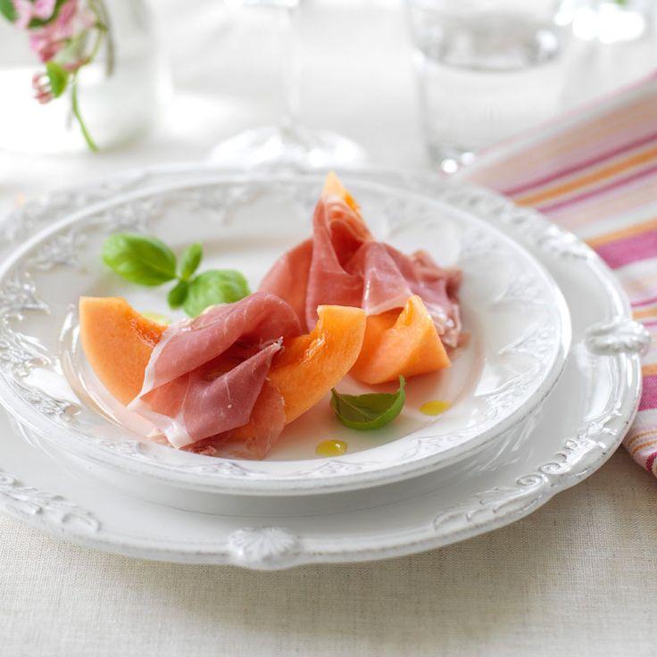 Den perfekta förrätten när du har ont om tid. Den är fantastiskt god med den söta melonen och salta skinkan.