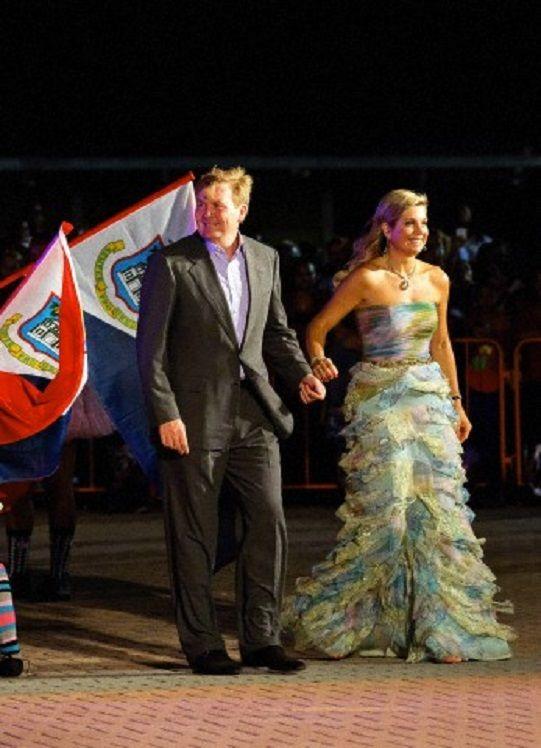 Queen Maxima and King Willem-Alexander at the beginning of their visit to the dutch Antills, in Philipsburg, St. Maarten, 13 Nov 2013.