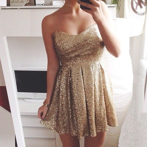 Sparkly golden dress!! _<3