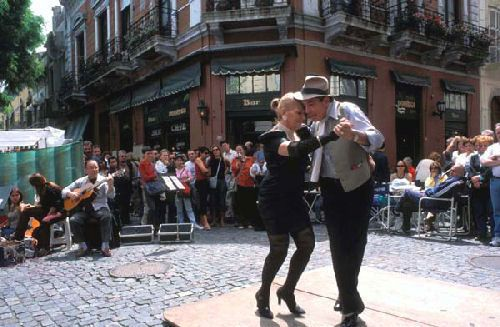 Buenos Aires, San Telmo - Dancing tango in San Telmo district