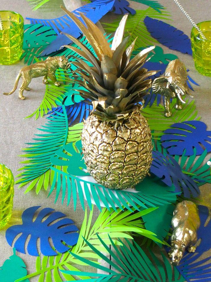 Mise en scène d'une table sur un thème tropical avec la réalisation d'un centre…                                                                                                                                                     Plus
