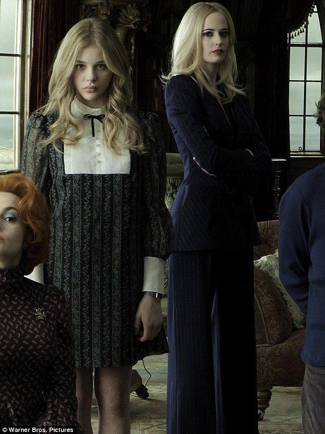 Chloe Grace Moretz (Carolyn) & Eva Green (Angelique Bouchard) in Dark Shadows.