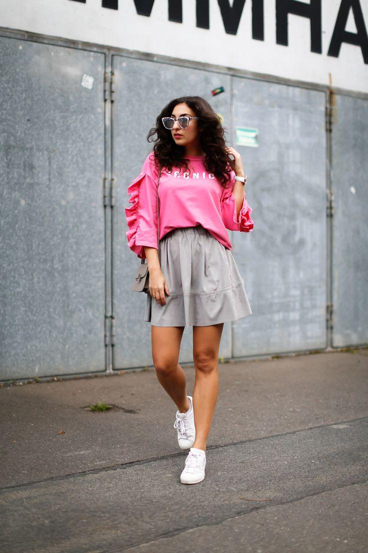 minimum skater skirt ruffled sweater mango pink crop sweatshirt sneaker girl style spring look outfit streetstyle fashionblogger mode blog deutschland germany berlin samieze