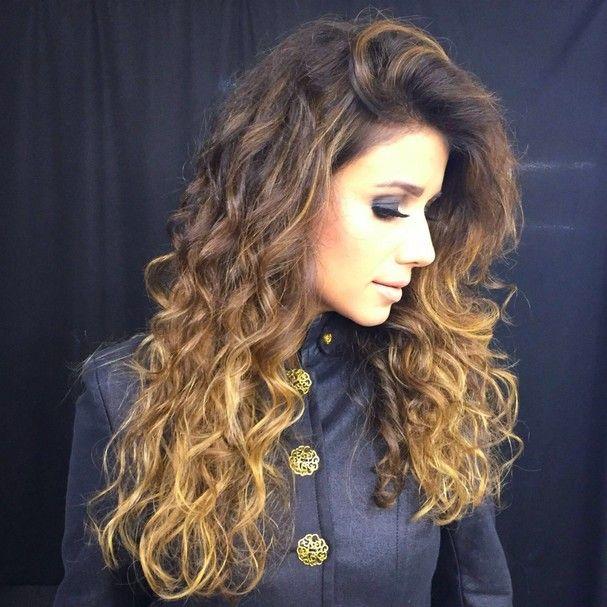 Paula Fernandes muda o visual! Veja o antes e depois do cabelón