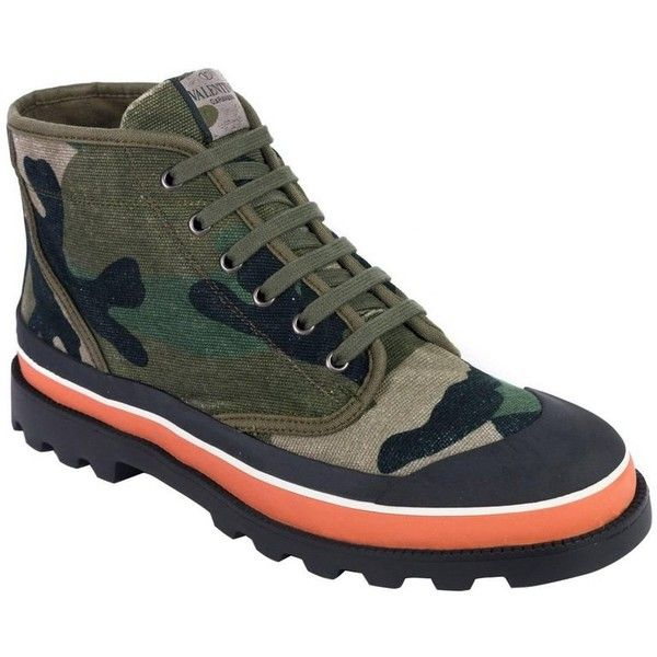Preowned Valentino Men's Green Camouflage Canvas Desert Boots ($495) ❤ liked on Polyvore featuring men's fashion, men's shoes, men's boots, boots, green, mens green shoes, mens canvas boots, mens canvas shoes, mens short boots and mens ankle boots