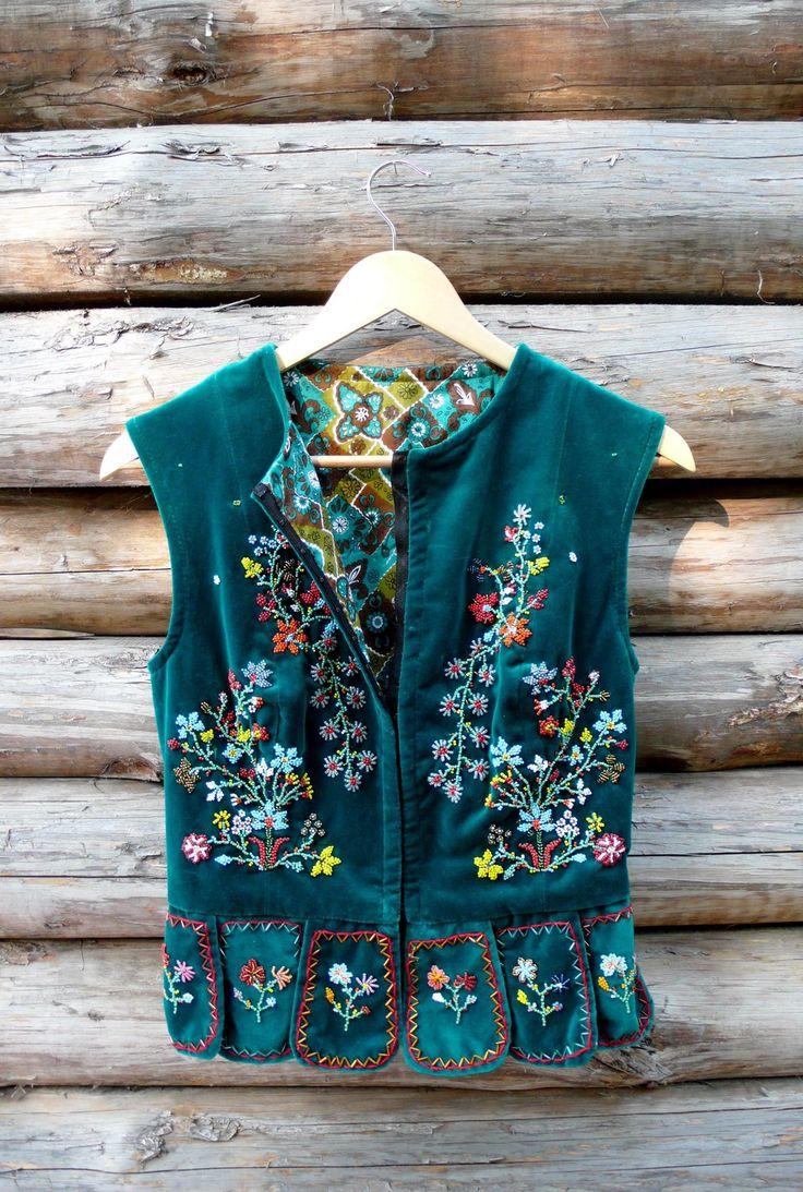 Ukrainian women's beaded vest - Gorsetka. Украинская бархатная вышитая бисером горсетка (корсетка/керсетка).