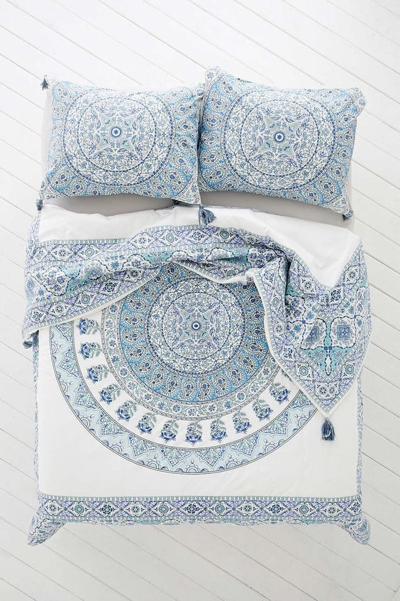 Magical Thinking Devi Medallion Duvet Cover   Urban Outfitters. Best 25  Blue and white bedding ideas on Pinterest   Blue bedding