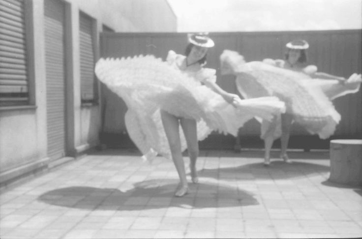 23Bukarest.Colorado.Maria Livezeanu und Madelaine Radulescu im Rokokokostüm, tanzend.04.1942