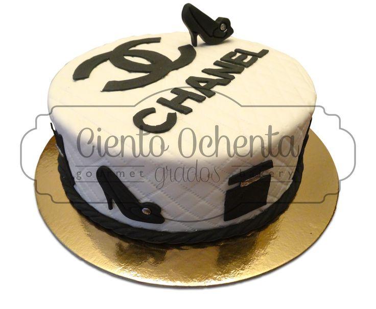 Chanel cake Torta de vainilla con relleno de frutos rojos