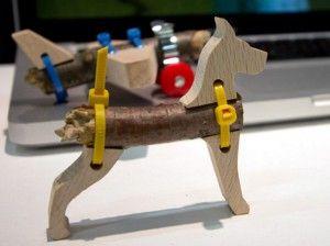 Geweldig! Maak speelgoed van takken en stokken dankzij de StiX Toolkit. En klaar ben je met een zelfgemaakt speeltje.