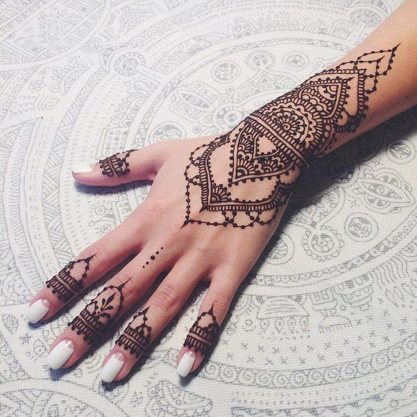 Mehndi Tattoo No Braço : � � pinterest