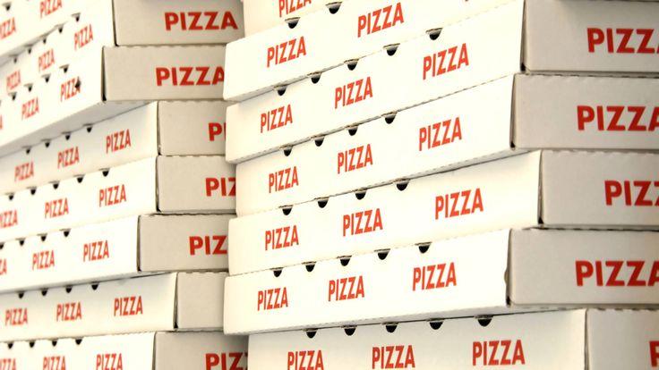 Deliciosas pizzas italianas para llevar en el restaurante La Trattoria - Delicious Italian pizza to take away at La Trattoria Restaurant.