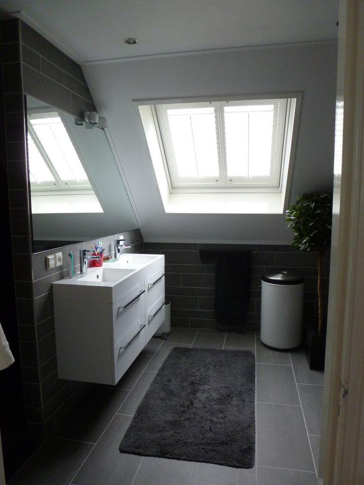 de nieuwe dubbele wastafel, een mooi dakraam met prachtige shutters