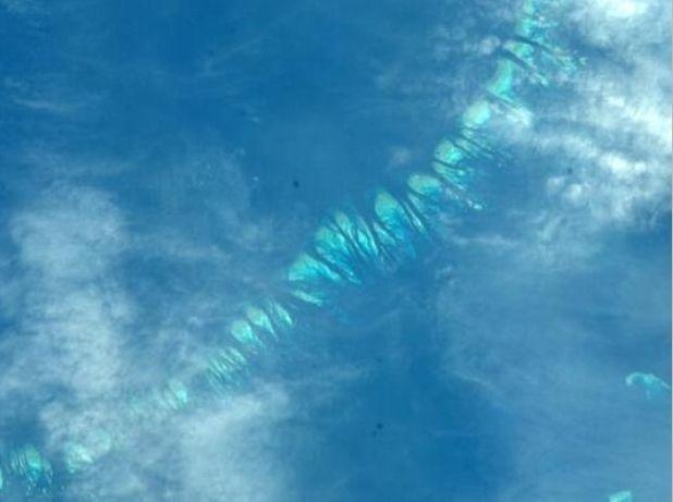 """O astronauta Mike Hopkins, da Nasa, fotografou parte da Grande Barreira de Corais, na costa da Austrália. """"Incrível de se ver a partir do espaço"""", escreveu ele no Twitter"""
