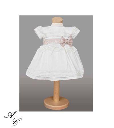 Magazinul nostru online, www.invitatiicreative.com, va punem la dispozitie hainute de botez, atat pentru fetite, cat si pentru baietei, elegante, cu tematica sau fara, din materiale de calitate, la cele mai bune preturi.