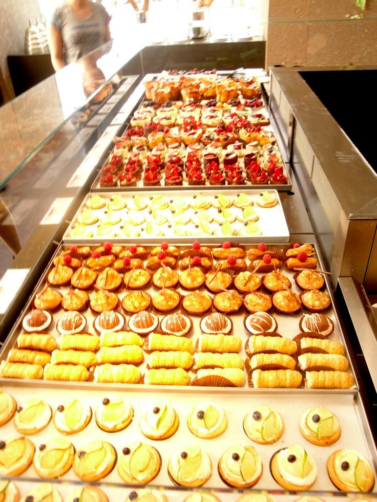BLE-θεσσαλονικη.  ισως οτι πιο ομορφο για το ματι κ τον ουρανισκο.το ble ειναι λατρεια!υπεροχοι χωροι,τεραστια ποικιλια σε γλυκα, gourmet sandwich, αφρατα κέικ, παραδοσιακα πιτακια κ μπισκοτα γ ολους!  MUST:παγωτο τσουρεκι κ παγωτο μανγκο με βασιλικο, focaccia pesto (άρρωστη), προφιτερολ κ cookies!