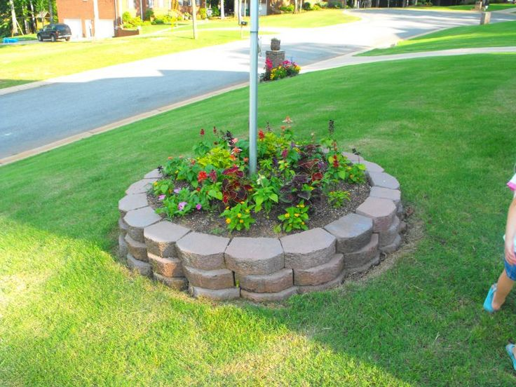 Flagpole flower bed in front yard flagpoles for Garden flower bed design ideas