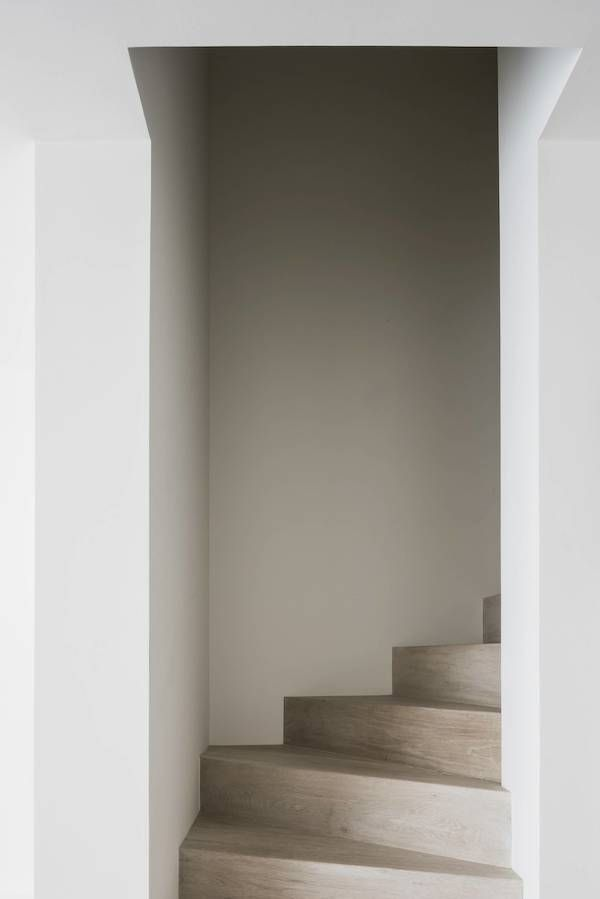the perfect staircase. clean lines and architectural details #interiors