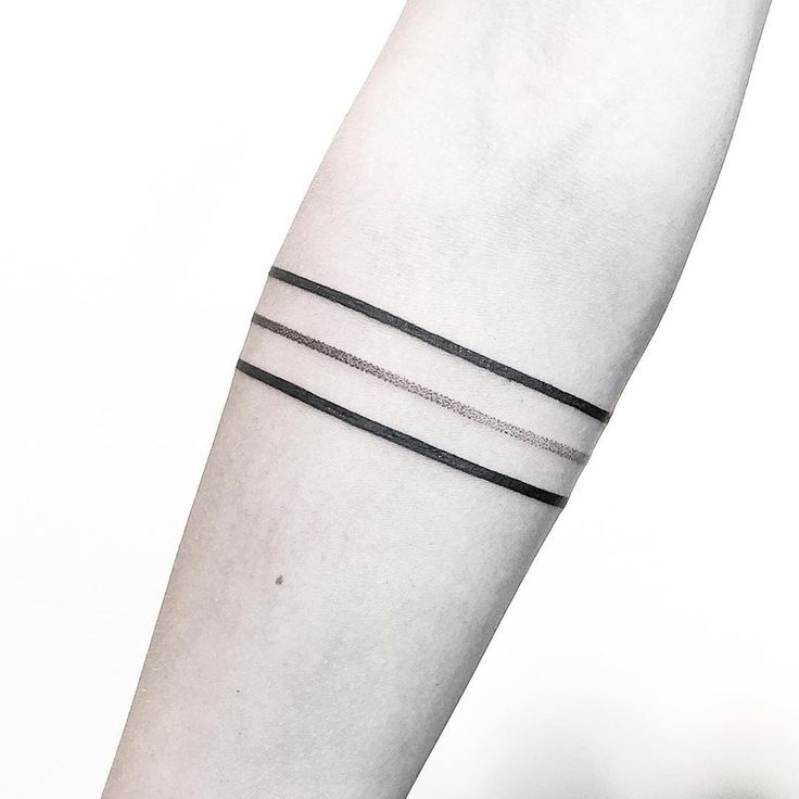 Minimalist lines and dots armband tattoo by Rachael Ainsworth