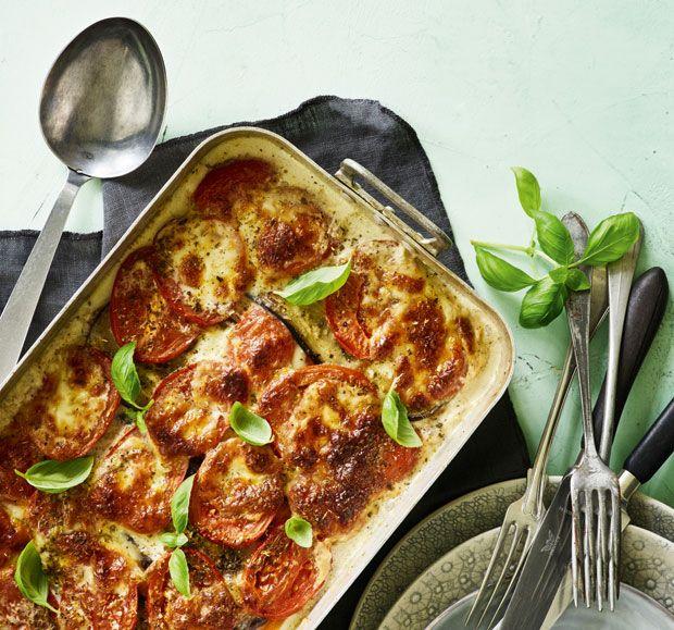 En skøn lasagne smækfyldt med smag af søde kartofler og masser af andre lækre grøntsager og smeltet ost.