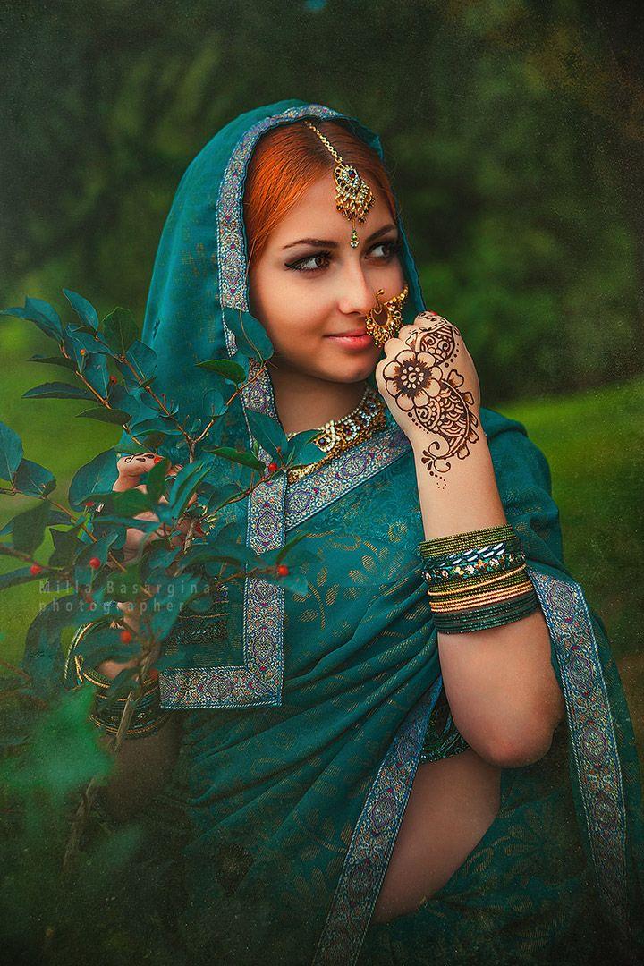 Тематическая этническая фотосессия. #индия завораживает и, однажды зацепив наше сердце, уже никогда не отпустит=) #фотопроект #раджкумари (принцесса) - это перевоплощение, даже погружение в другую культуру. Это как маленькое приключение. У нас есть полные наборы для #сари зеленого или красного цвета, #мехенди, макияж, несколько наборов #чури (браслеты), несколько видов #нат (украшения в нос), несколько видов #тика (украшение для пробора), несколько видов #бинди (украшение или красная точка…