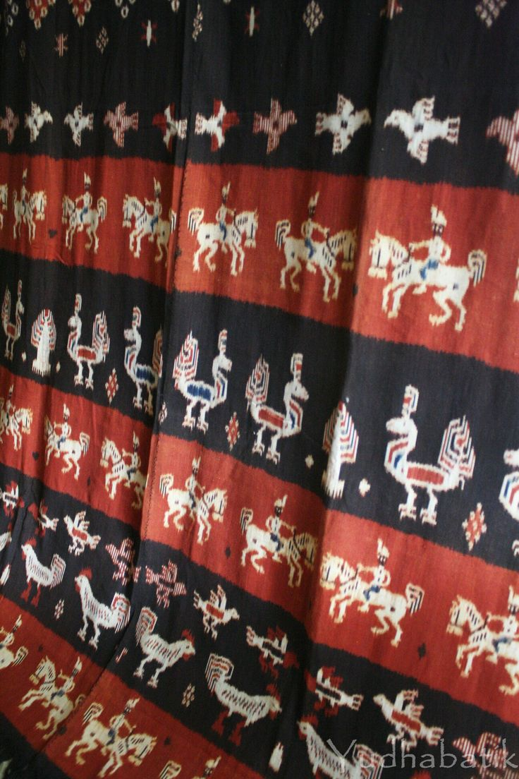 No region better exemplifies Sumba handwoven than Kaliuda..Kaliuda handwoven are very typical..done in a rows of red and black stripes contain a typical pattern such a horse rider, chicken and doves..done with natural dyes, from Kaliuda - East Sumba