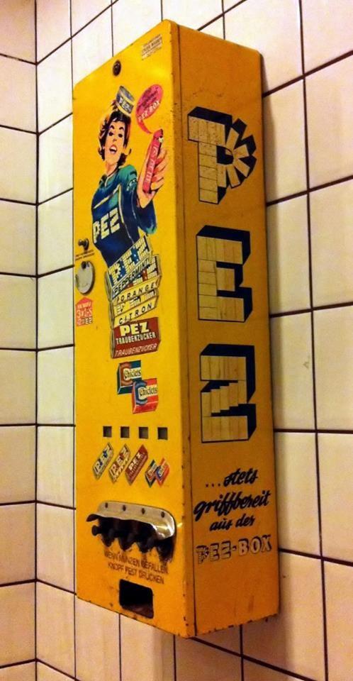 Der PEZ Automat ---- PEZ vending mashine