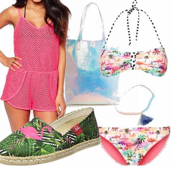 Outfit caratterizzato da simpatici fenicotteri, animale simbolo di questa estate 2016...bikini con stampa, tutina corta color rosa, espadrillas verdi con fenicottero rosa, shopping bag con ologramma e braccialetto con nappina.