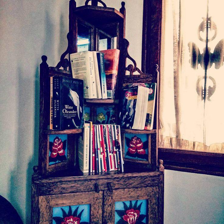 "116 mentions J'aime, 3 commentaires - --Travel and Books-- (@ayanaori) sur Instagram: ""The reading spot in my hotel lobby in Zanzibar 😊 #GLTgirl #glt #travel #travelandread #zanzibar…"""