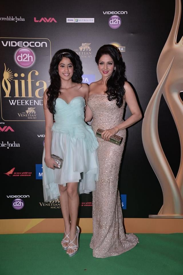 Bollywood's Best mother daughter duo!  Beautiful Sridevi and Jhanvi Kapoor at IIFA Awards 2013