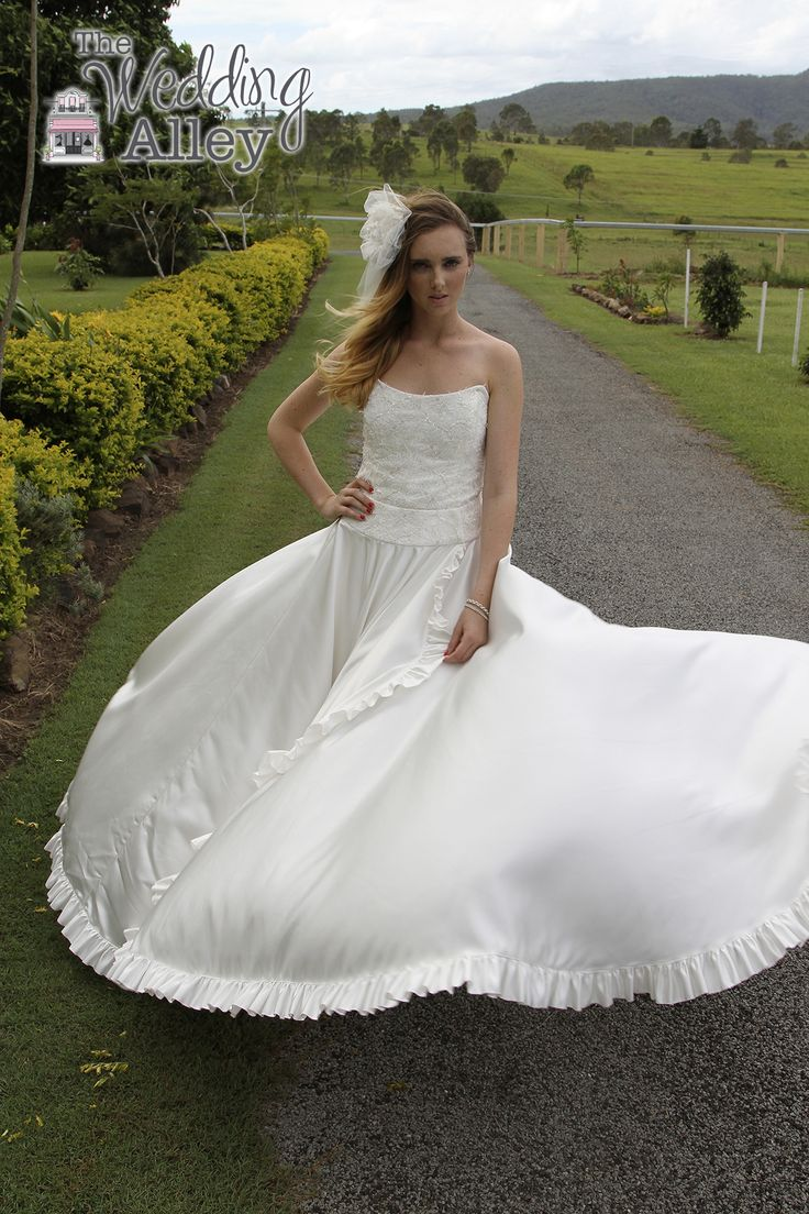 Fantastic flowing fabric in this gown by @jkcouturedesign Photo by @masterpiecespv #weddinggown #bridalgown #bridalcouture #weddingdress #weddingphotography #bride #bridetobe #weddingideas #weddinginspo #brisbanebrides #qldweddings #gettingmarried #bridalinspo