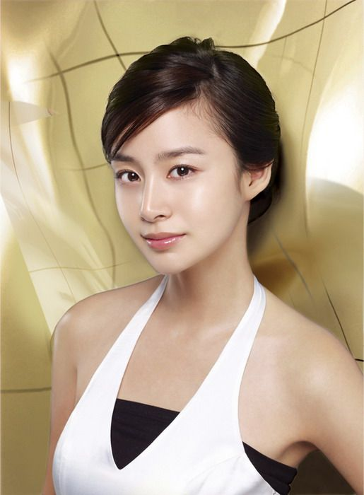 Kim Tae Hee is considered by the critics and the public as one of the most beautiful female Korean actress in the year 2014. Kim Tae Hee has become a reference among Korean actresses and models.