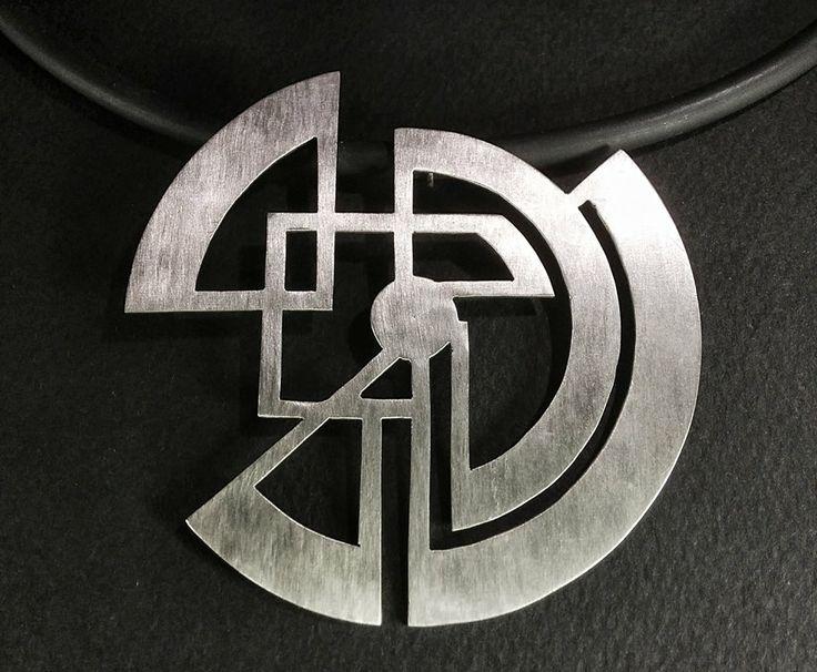 Design metal necklace